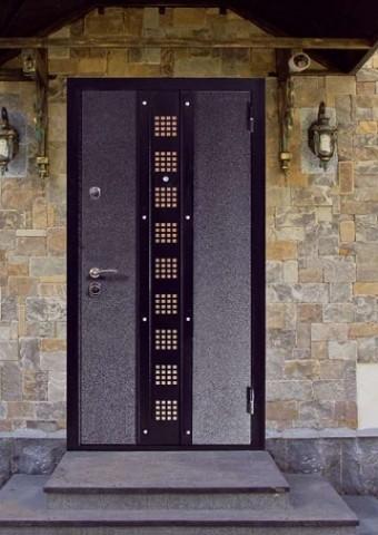 металлические входные двери с декора